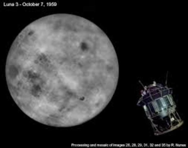 Luna 3 orbits the Moon and photographs 70% of its surface.