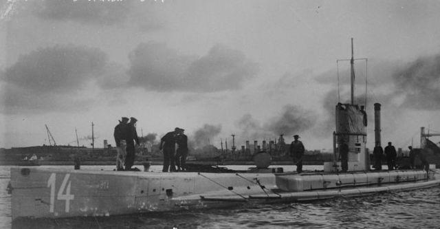 Unrestricted submarine warfare commences