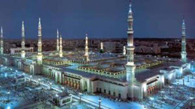 Muhammad travels to Medina
