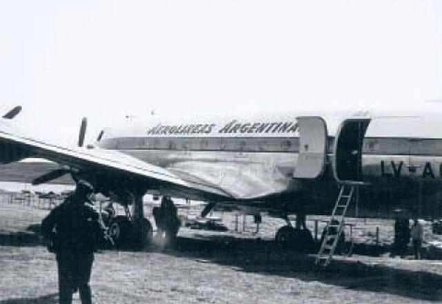 Condors hijack the plane with 26 passengers