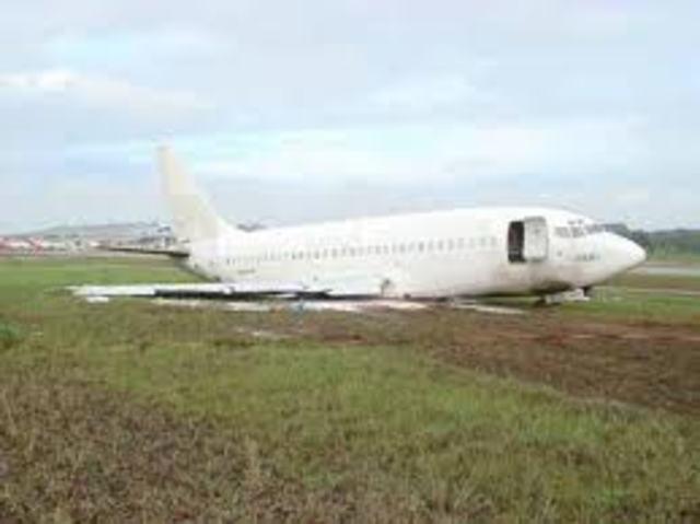 Boeing 737-200 : 82 passengers