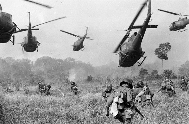 Vietnamkrigen starter.