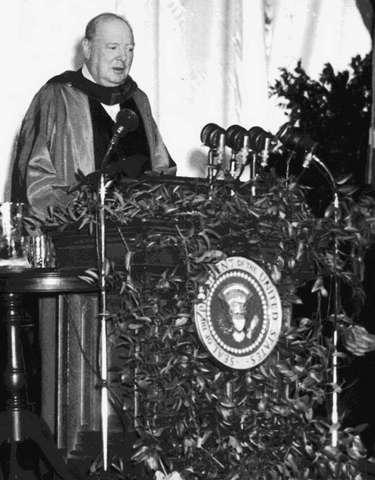 """Winston Churchill taler om """"jernteppet""""."""