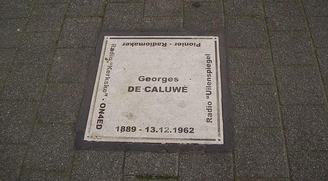 Georges De Caluwé krijgt gedenktegel