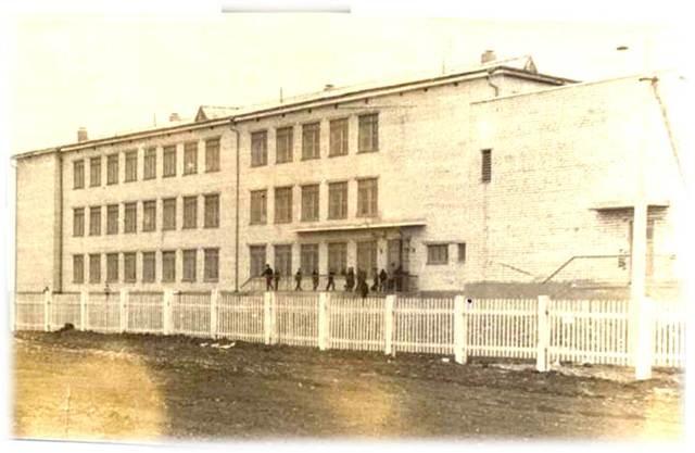 Горская средняя школа, относящаяся к Колдыбанскому району, переезжает в новое здание, построенное на территории поселка Шмидта.