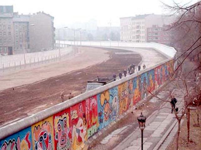 Burlin Wall Built