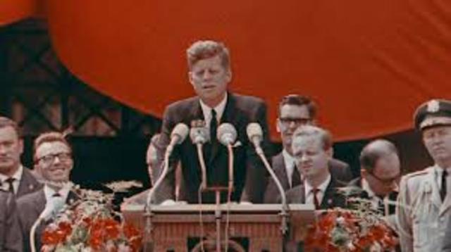 JFK Visits Berlin