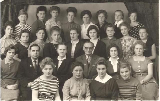 Нина Емельяновна закончила Куйбышевское педагогическое училище