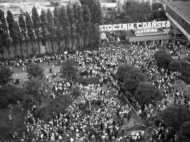 Polish shipyard workers strike, soildarity union formed.