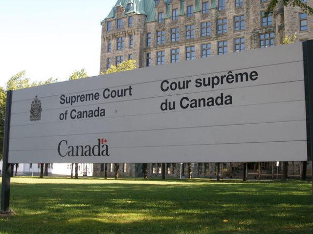Cours suprême: Alberta contre les groupes pro-registre