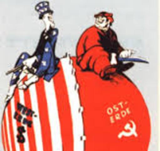 el mundo se divide en dos bloques capitalista y socialista