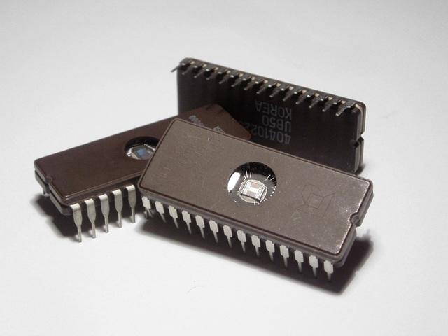 Se construye el primer circuito integrado