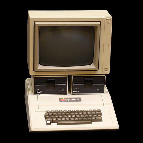 Se hace popular la Apple II