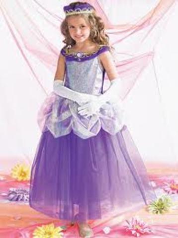 Cuando yo tenía cuatro años, yo me vestía como una princesa.