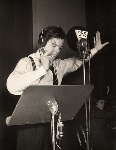 """Orson Welles' """"War of the Worlds"""" broadcast"""