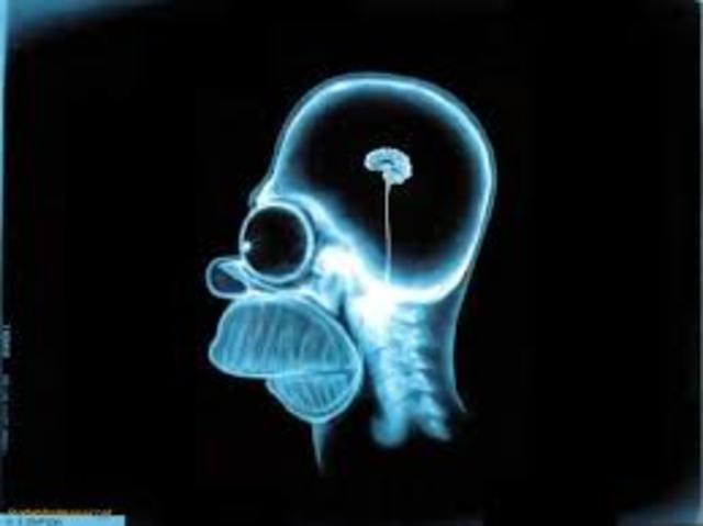 Se descubre que los rayos X causan mutaciones genéticas.