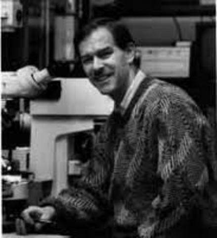 James Shapiero   de Harvard University, trabajando con Jonathan Beckwith,  aisla el primer gen.