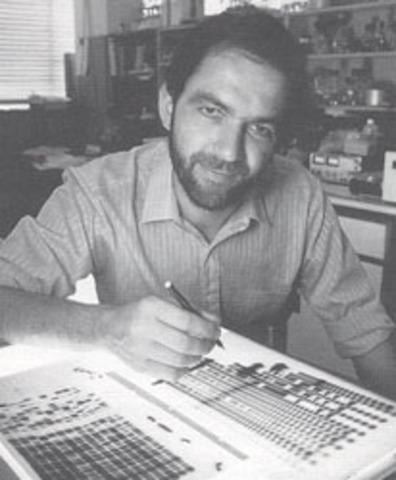"""Sir Alec Jeffreys  accidentalmente inventa el """"ADN fingerprinting"""""""