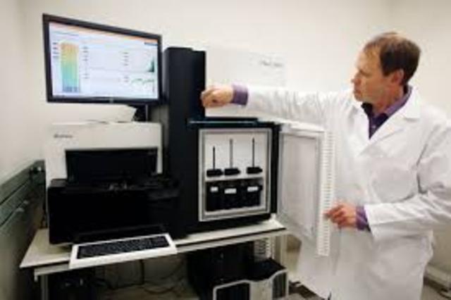 La tecnología de secuenciación automática permite que los proyectos genómicos se aceleren.