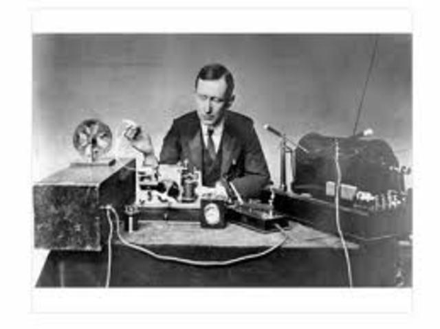 En 1894 el joven italiano G. Marconi, inventala radio