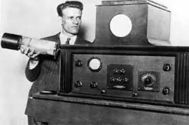 Philo Farnsworth applies for electronic TV patents