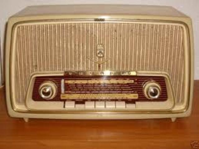 Início da EaD via rádio no Brasil.
