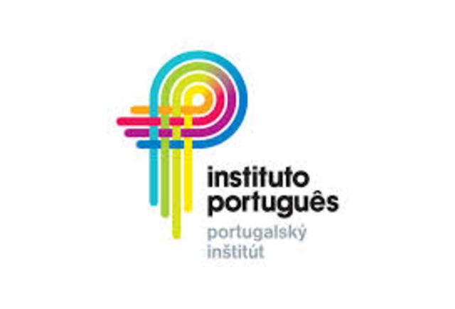 Cria-se o Instituto Português de Ensino a Distância