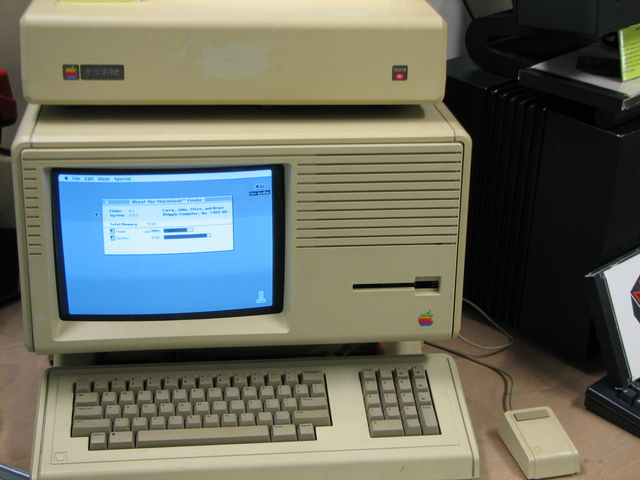 Macintosh XL Comes Out