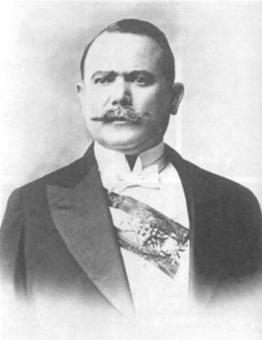 Alvaro Obergon becomes president of Mexico