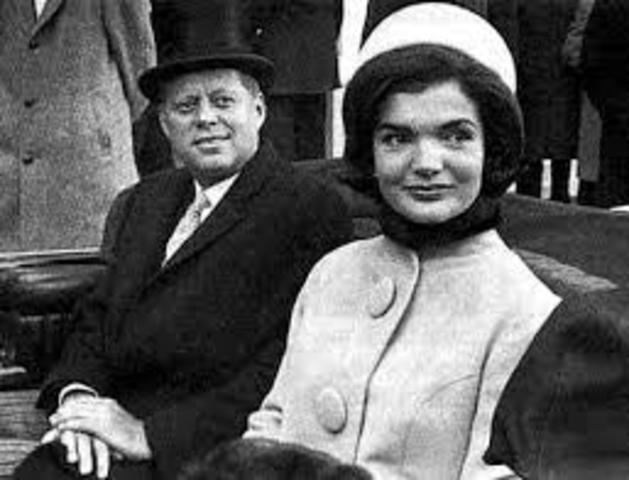 Jacqueline Lee Bouvier and John F. Kennedy get married