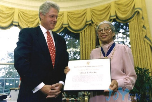 Rosa is awarded the Congressional Medal by President Bill Clinton.