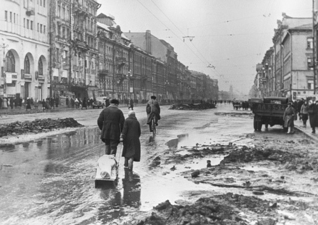 German armies besiege Leningrad