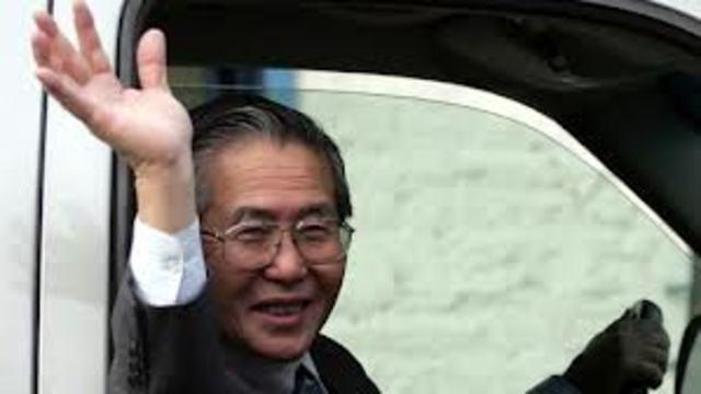 19 de noviembre: Fujimori huye a Tokio y anuncia su dimisión.