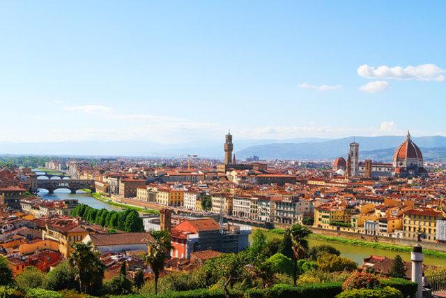 Da Vinci returns to Florence