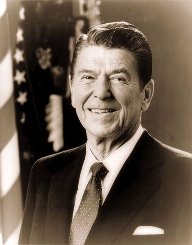 In this letter to the American People, Reagan announces his Alzheimer's diagnosis.