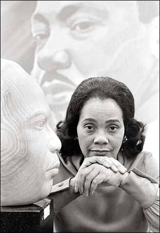 Coretta Scott Kings dies
