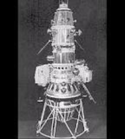 Frist spacecraft to orbit the moon