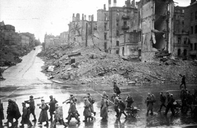 Soviet troops liberate Kiev