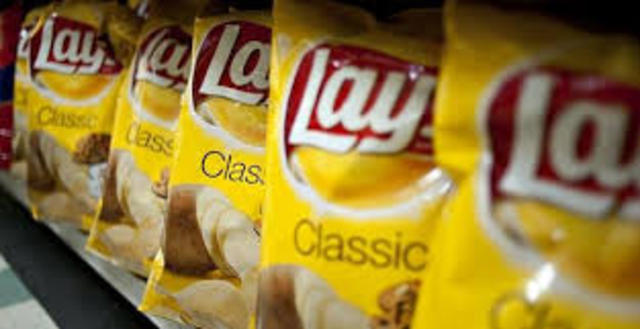 Lay's chips open