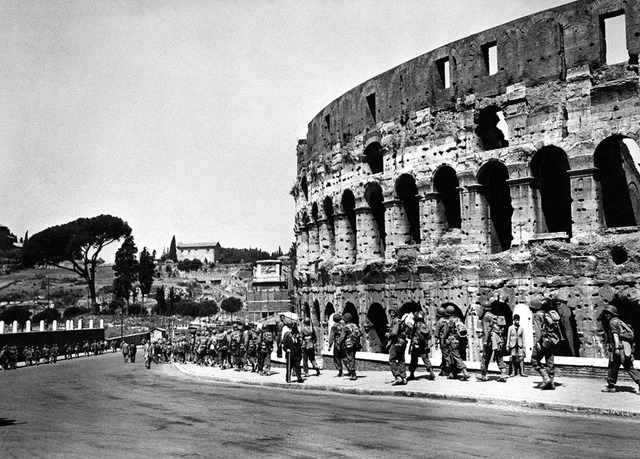 Allied troops liberate Rome