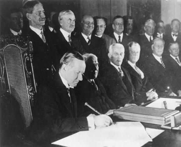 Kellogg-Briand Pact signed