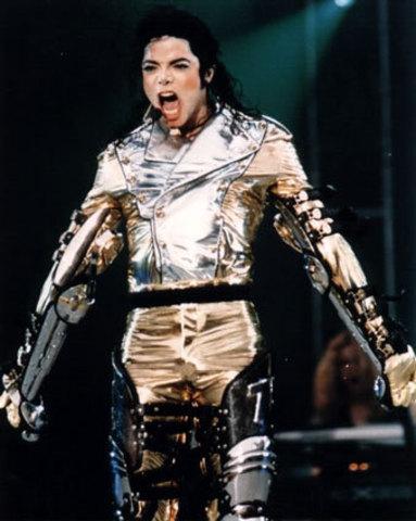 Michael Jackson popularizes the moonwalk