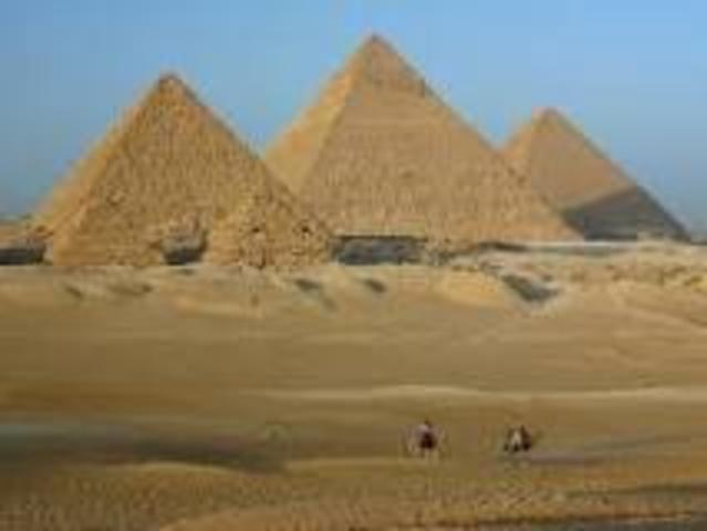 Giza pyramids 2560 BC