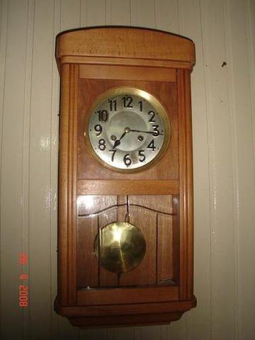 Christian Huygens inventa el reloj de péndulo