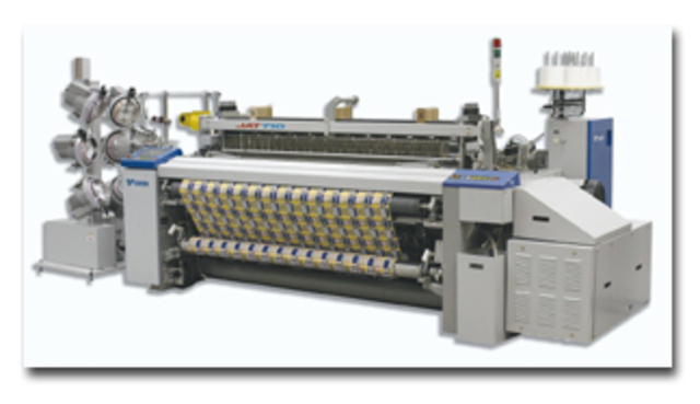 Richard Arkwright inventa la máquina de tejer