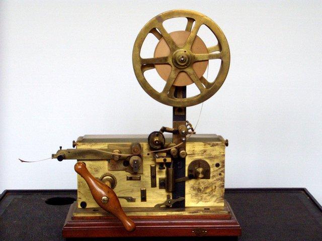 Samuel Finley Breese inventa el Telégrafo Morse