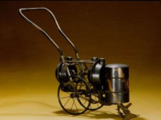 Hubert Cecil Booth inventa la Aspiradora