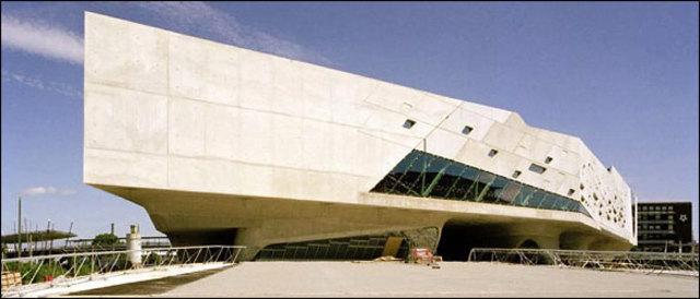 Phaeno Science Center, Zaha Hadid