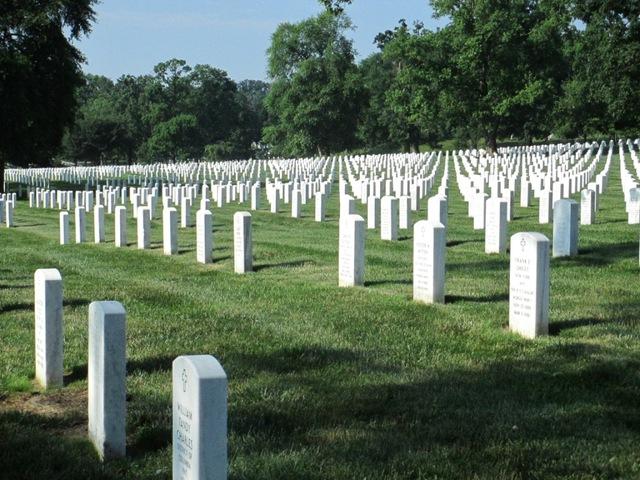 Hice una gira de Cementerio Nacional de Arlington el doce de junio, dos mil trece.