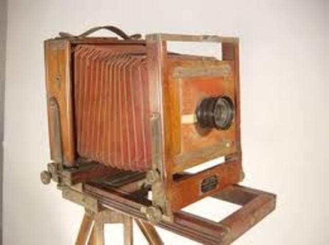 Invenció de la càmera fotografica de Daguerre.